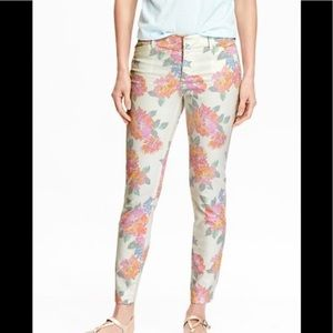 Old Navy The Pixie Floral White Slim Ankle Jeans